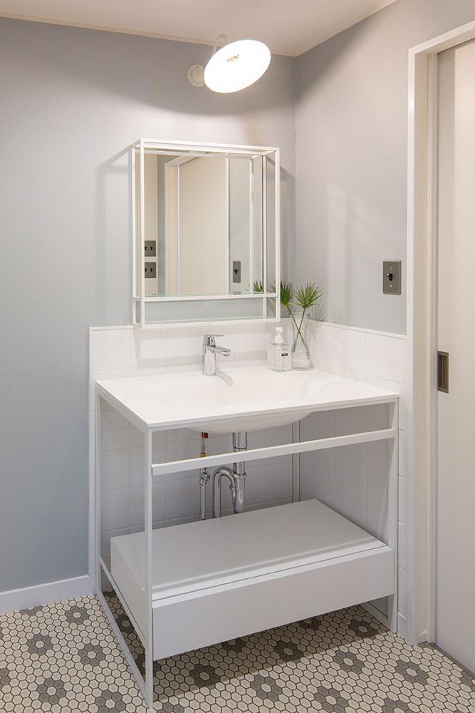 サンワカンパニーの洗面台は洗練された空気感を醸し出します。
