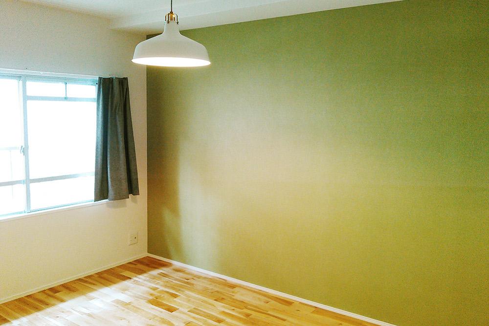 シンプルな洋室ですが、既存ではできなかったエアコン配管ができるよう施工済みです。