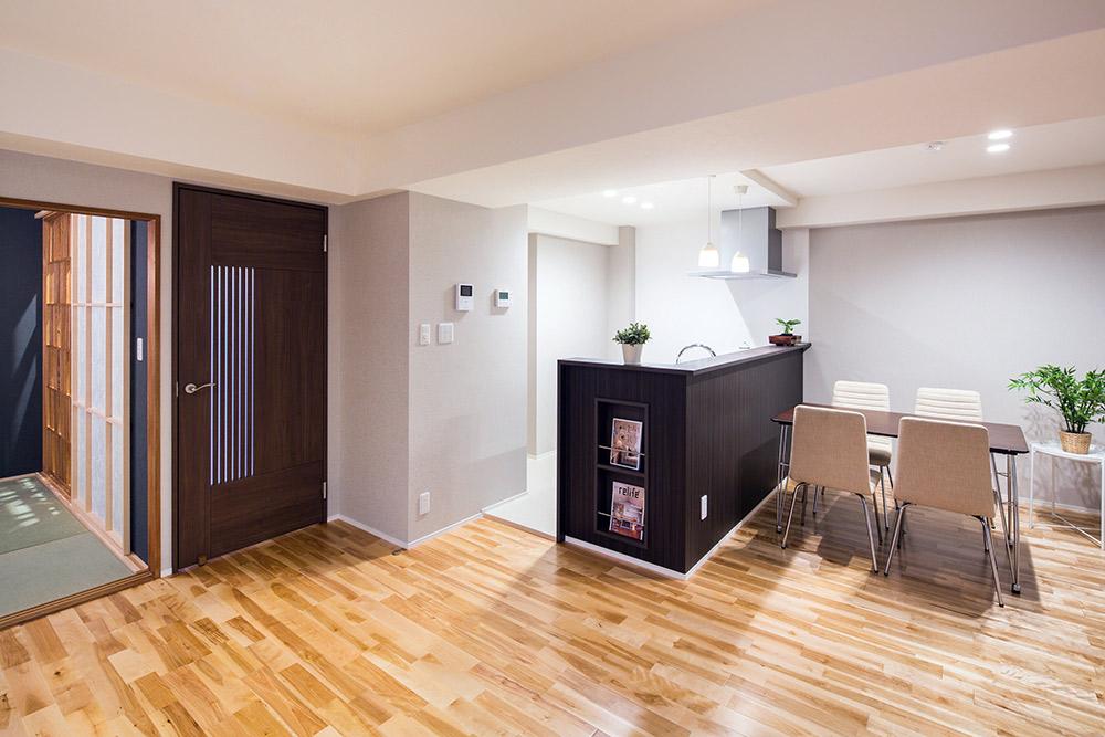 キッチンはタッチレス水栓、UBには浴室暖房換気乾燥機など設備の使い勝手にも配慮しています。