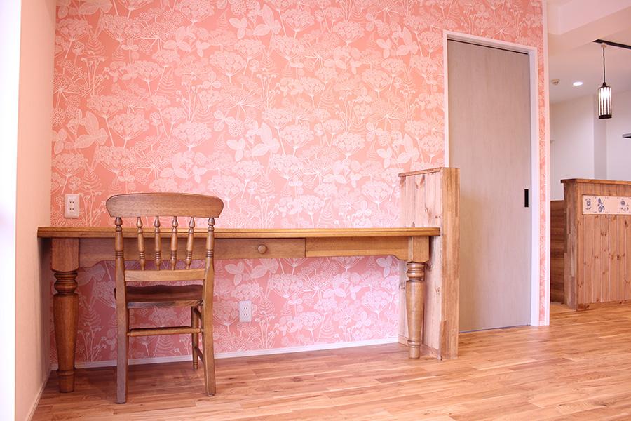 洋室の扉を閉めたところです。建具もショールームへご案内し選んでいただきました。