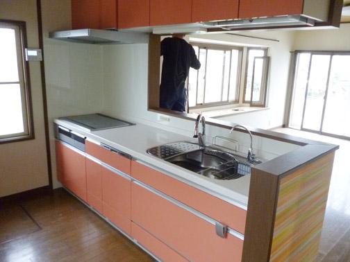 ご要望により、ガス式からIHヒーター式のシステムキッチンに入れ替え、食洗機も設置しました。