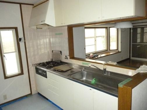 《before》以前はガス式のキッチンでした。