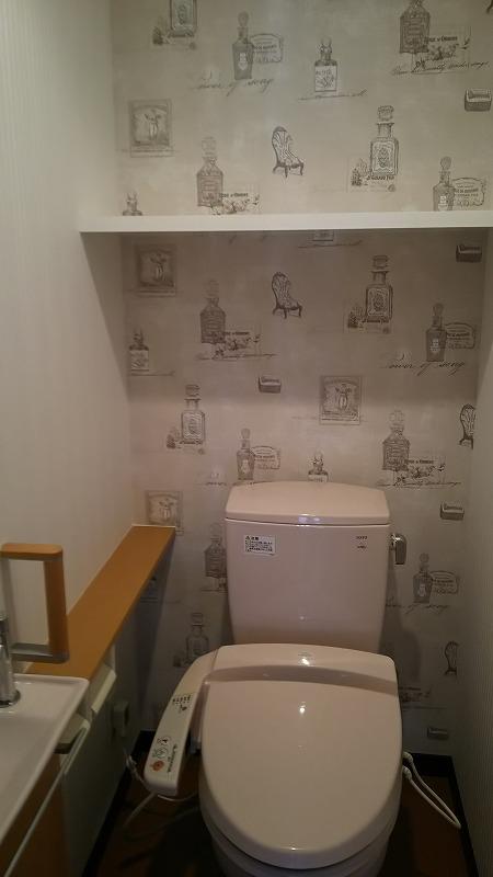抗菌・汚れ防止壁紙を使用し、1面にアクセントを持たせた特色ある空間になりました。