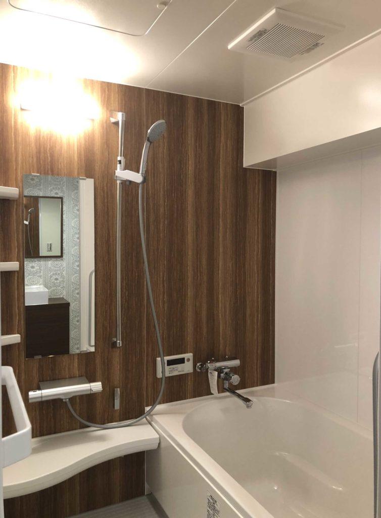 既存のユニットバスを一回り大きなものに取替え、広々な浴室となりました。