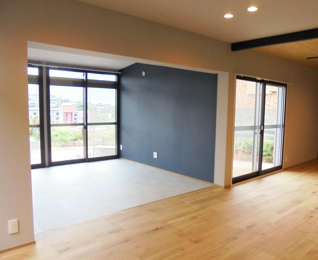 各部屋の窓は外気の侵入を防げるように二重サッシを取り付けました。