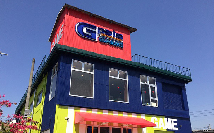 建物外観:既存の外壁を色分け塗装して明るいイメージに。