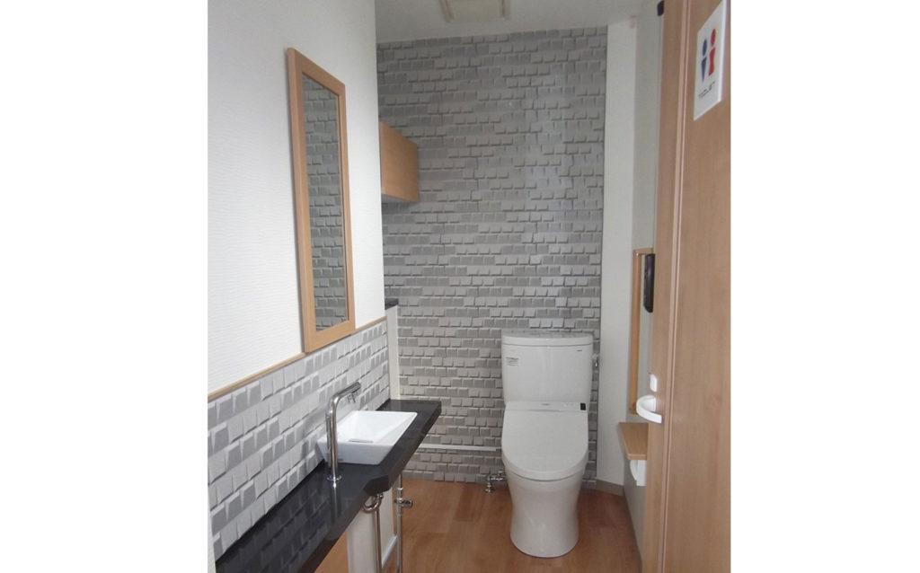 1階トイレは洗面台の出っ張りを半分にして広々と使いやすく模様替え。