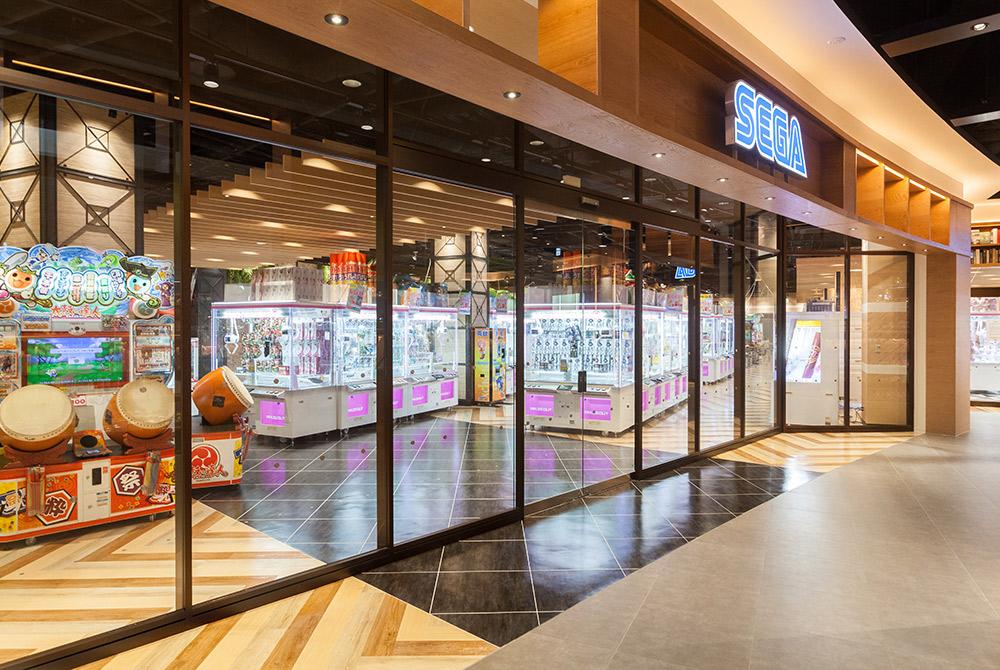 共用通路もオシャレですが店内はもっと素敵な内装です。