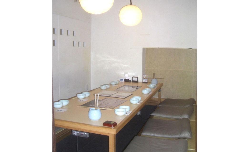 小上がり席は人数に応じて、1室から3室まで連結可能な仕様となっております。