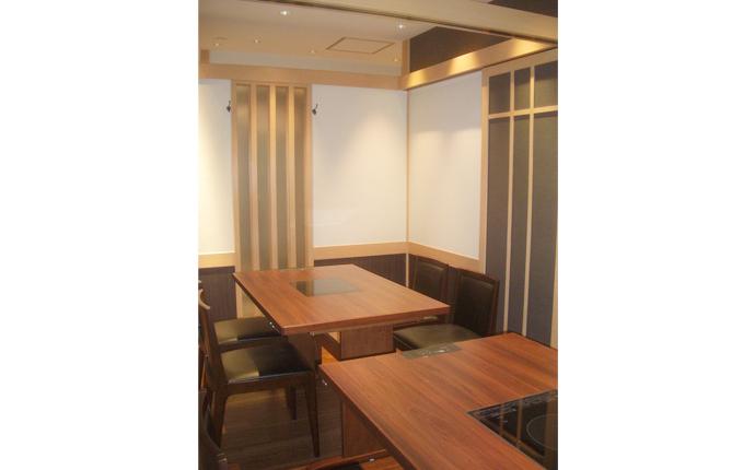 可動間仕切りで4名~8名に個室が広がります。