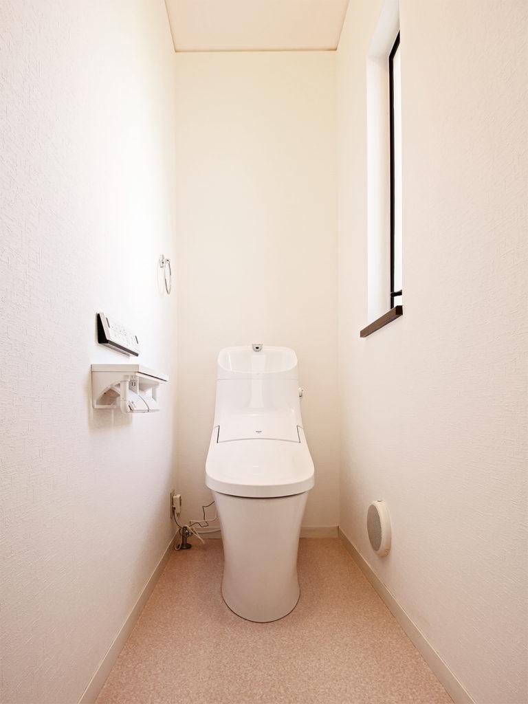 2階トイレをLIXILのアメージュZAシャワートイレリトイレに取り替えました。