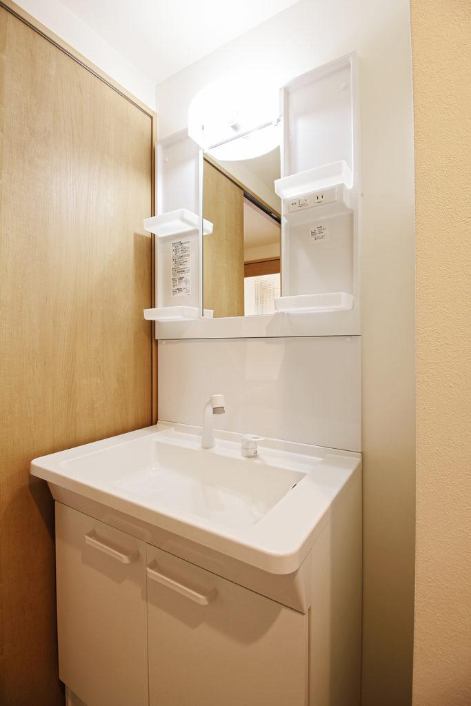 洗面化粧台はTOTOのVシリーズを使用しています。