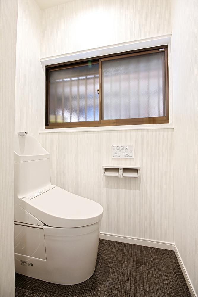 トイレはTOTOの手洗い付トイレを採用しました。