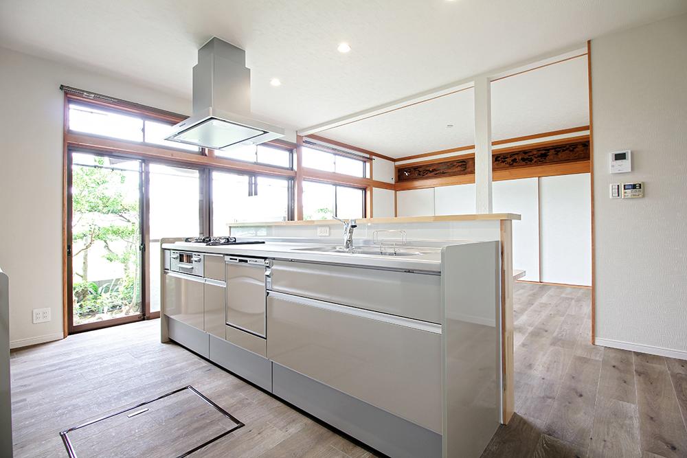 キッチンはLIXILのシエラを採用しました。落ち着いたペールグリーンのキッチンは上品さがあります。