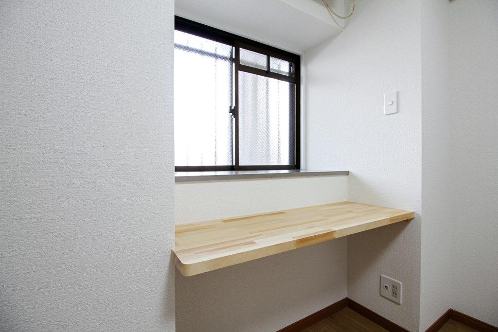 洋室には勉強やテレワークに最適なカウンターを新設しました。